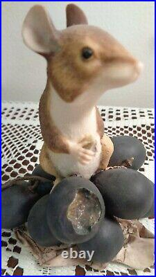1989 Border Fine Arts 032 Mouse on Black Grapes Hand Made in Scotland Signed NEW