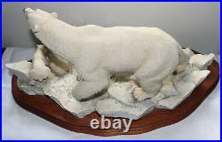 Border Fine Arts Ltd Edition 129/850, Polar Bear & Cubs figurine by R. T. Roberts