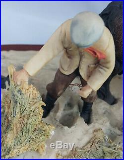 Border Fine Arts Winter feeding On Wooden Plinth