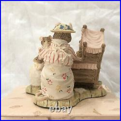 Brambly Hedge Border Fine Arts Rare Lady Woodmouse looking in the Cradle BH71