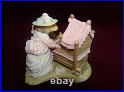 Rare Border Fine Arts Brambly Hedge Lady Woodmouse Looking In The Cradle